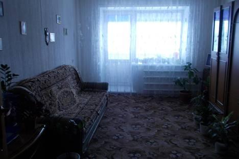 Сдается 3-комнатная квартира посуточно в Яровом, квартала В, дом 5.
