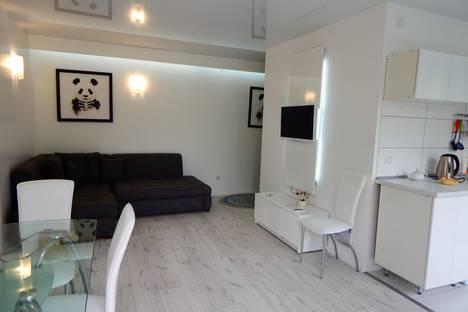 Сдается 2-комнатная квартира посуточно в Алуште, ул.Ленина,39.