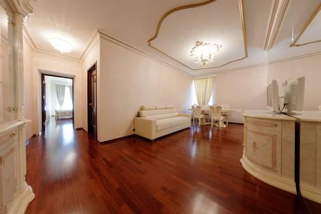 Сдается 2-комнатная квартира посуточнов Санкт-Петербурге, Невский пр. 79.