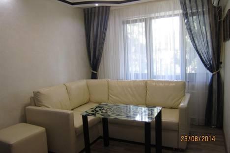 Сдается 3-комнатная квартира посуточно в Алуште, ул.Ленина,28.