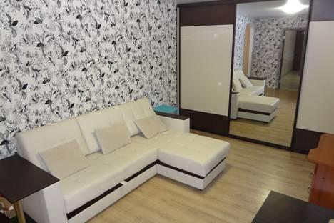 Сдается 2-комнатная квартира посуточно в Новороссийске, ул. Героев Десантников, 11.