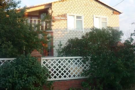 Сдается 4-комнатная квартира посуточно в Яровом, ул. Солнечная, 3.