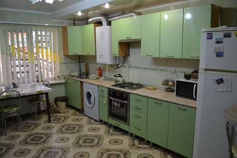 Сдается 3-комнатная квартира посуточно в Евпатории, пушкина 34.