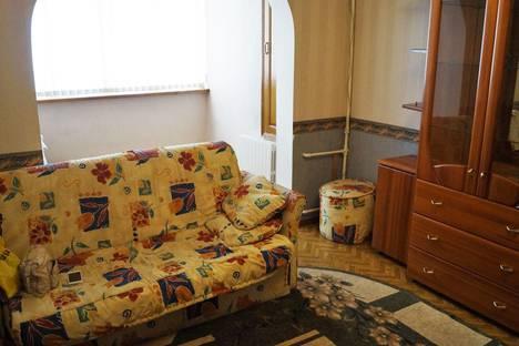 Сдается 2-комнатная квартира посуточнов Сочи, ул. Конституции СССР, 12.