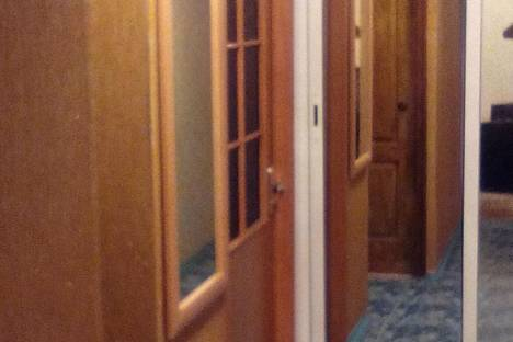Сдается 4-комнатная квартира посуточно в Керчи, Свердлова 14.