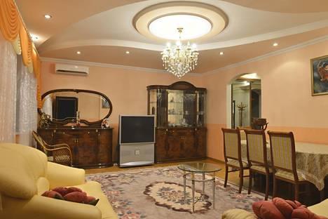 Сдается 4-комнатная квартира посуточно в Алматы, Абая ауэзова - курмангазы 142.