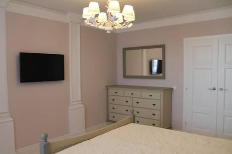 Сдается 1-комнатная квартира посуточнов Тюмени, ул. Мельникайте, 138а.