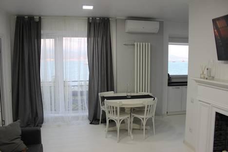 Сдается 2-комнатная квартира посуточно в Новороссийске, ул. Набережная им Адмирала Серебрякова, 47.