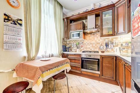 Сдается 3-комнатная квартира посуточнов Санкт-Петербурге, Детская улица, 26.