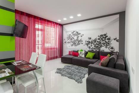 Сдается 3-комнатная квартира посуточнов Ильичёвске, Гагаринское плато 5а.