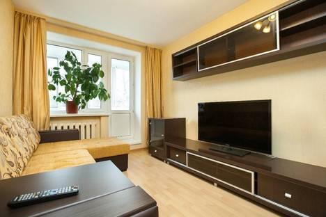 Сдается 2-комнатная квартира посуточнов Санкт-Петербурге, ул. 2-я Советская, 12.