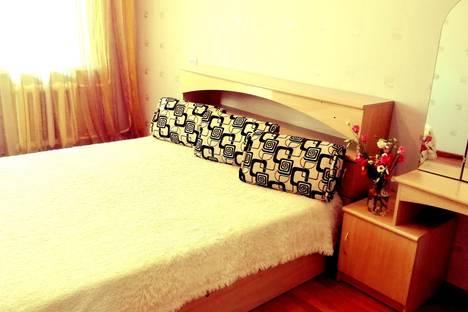Сдается 3-комнатная квартира посуточно в Хабаровске, ул. Большая, д. 10.