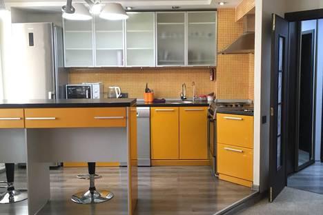 Сдается 3-комнатная квартира посуточно в Усть-Каменогорске, славского 48.