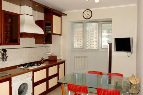 Сдается 3-комнатная квартира посуточно, ул. Абсалямова, 35.