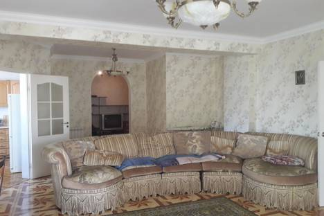 Сдается 3-комнатная квартира посуточнов Сочи, переулок Рахманинова, 35/13.