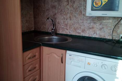 Сдается 1-комнатная квартира посуточно в Мариуполе, пр.Строителей 19.