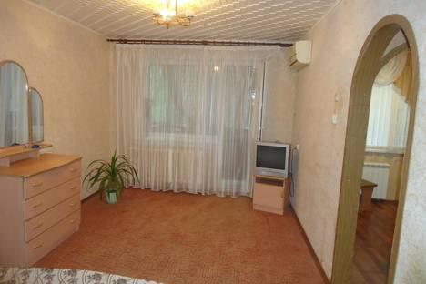 Сдается 1-комнатная квартира посуточнов Саратове, ул.Лебедева-Кумача д 71.