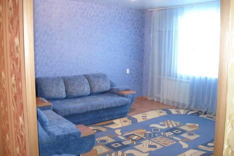 Сдается 2-комнатная квартира посуточно в Яровом, Квартал В, дом 12.