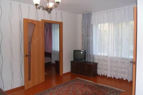Сдается 2-комнатная квартира посуточно в Яровом, ул. Ленина, 1.