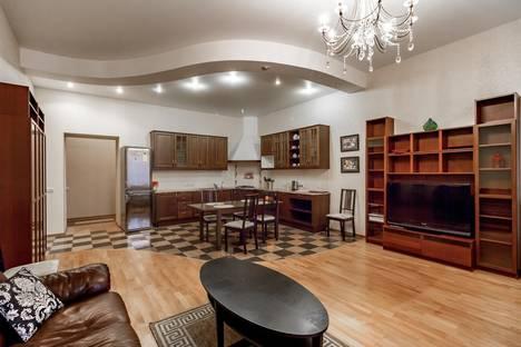 Сдается 3-комнатная квартира посуточнов Санкт-Петербурге, Невский проспект, 96.