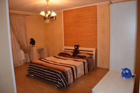 Сдается 3-комнатная квартира посуточно в Геленджике, ул. Грибоедова, 29.