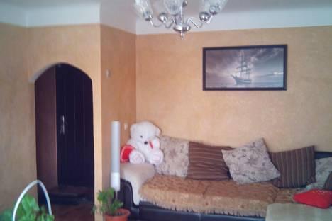 Сдается 2-комнатная квартира посуточно в Вольске, Льва Толстого д 115.