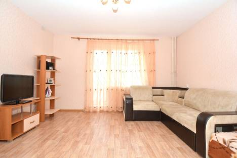 Сдается 1-комнатная квартира посуточно в Челябинске, ул. Солнечная, 19.