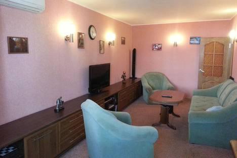 Сдается 3-комнатная квартира посуточно в Алуште, Платановая улица, 4.