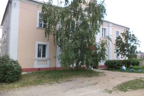 Сдается 2-комнатная квартира посуточно в Яровом, ул. Ленина 6.