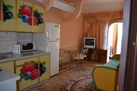 Сдается 2-комнатная квартира посуточно в Алуште, платановая,1.
