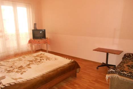 Сдается 2-комнатная квартира посуточно в Пицунде, ул. Агрба, 7/1.