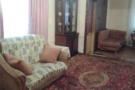 Сдается 3-комнатная квартира посуточнов Сухуме, Калмыкова, 4.