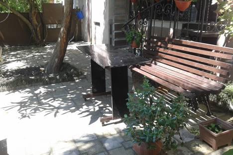 Сдается 2-комнатная квартира посуточно в Сухуме, Ласурия, 18.