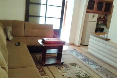 Сдается 3-комнатная квартира посуточнов Сухуме, Челюскинцев,14.
