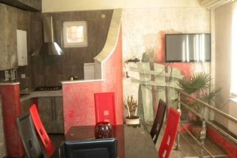 Сдается 4-комнатная квартира посуточно в Тбилиси, Елены Ахвледиани, 7.