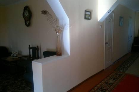Сдается комната посуточнов Туапсе, р-н Лазаревский, село Тихоновка, ул. Скрябина 8.