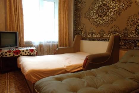 Сдается 2-комнатная квартира посуточнов Гатчине, переулок Солнечный, 3.