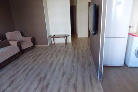 Сдается 2-комнатная квартира посуточно в Яровом, квартал А 32-28.