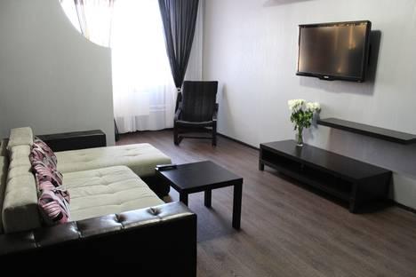 Сдается 1-комнатная квартира посуточнов Сургуте, ул. Иосифа Каролинского, 12.