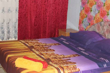 Сдается 2-комнатная квартира посуточно в Актау, 14 микрорайон 42 дом.