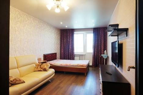 Сдается 3-комнатная квартира посуточно в Кирове, Азина 17.