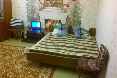 """Сдается 2-комнатная квартира посуточно в Яровом, квартал """"В""""7."""