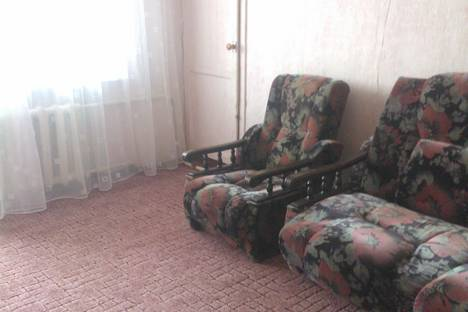 Сдается 1-комнатная квартира посуточно в Ильичёвске, александрийская 12.