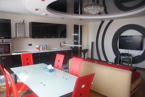 Сдается 4-комнатная квартира посуточно в Волгограде, Краснознаменская, 7.