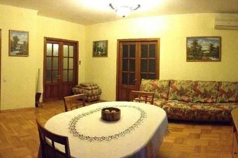 Сдается 3-комнатная квартира посуточно в Новороссийске, ул Советов, 7.