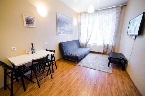 Сдается 2-комнатная квартира посуточно в Первоуральске, ул. Зои Космодемьянской, 11.