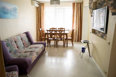 Сдается 2-комнатная квартира посуточно во Владивостоке, проспект Острякова, 3.