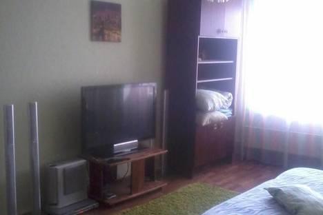 Сдается 1-комнатная квартира посуточно в Назарове, ул. Труда, 10.