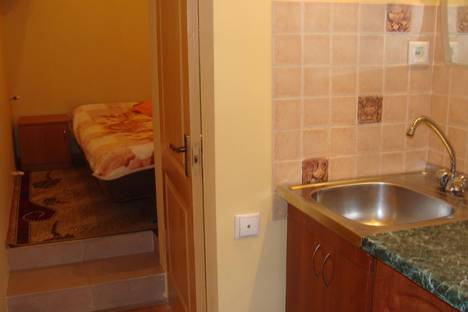 Сдается 1-комнатная квартира посуточно в Алуште, ул Хромых 19.