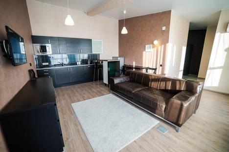 Сдается 2-комнатная квартира посуточно в Первоуральске, Зои Космодемьянской улица, 11.